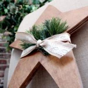 How to Make a Simple Wooden Christmas Star | Deck the Home